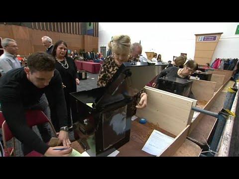العرب اليوم - الإيرلنديون يصوتون لصالح حذف تهم التكفير من الدستور