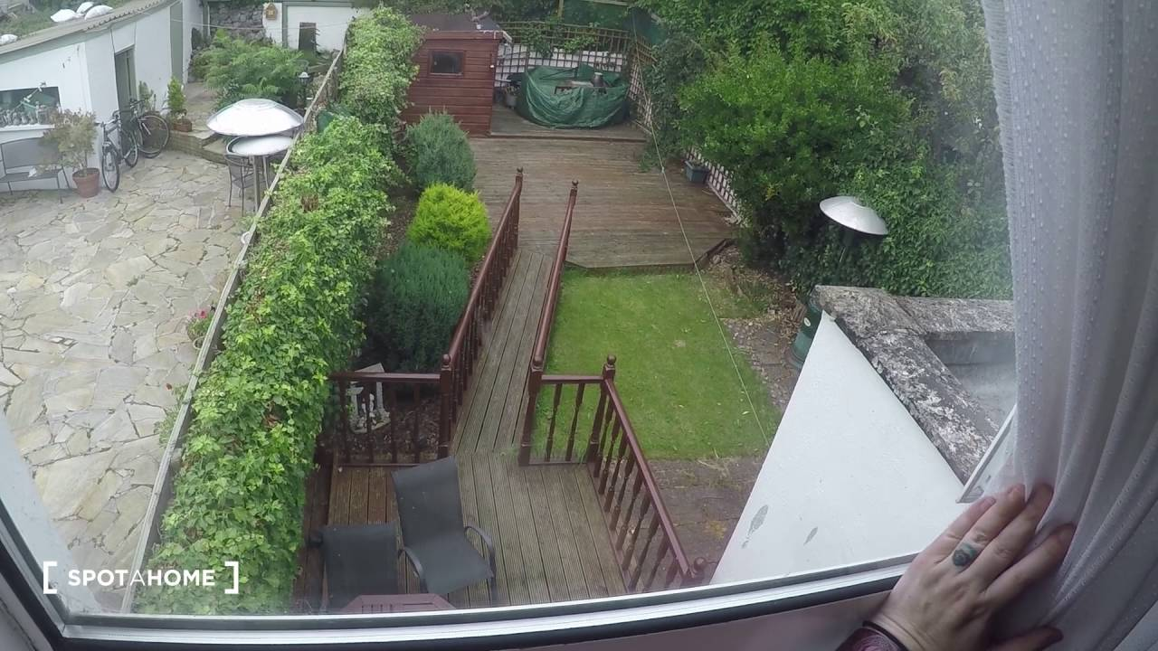 Twin Beds in Rooms to rent in house with garden in Dublin 11