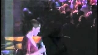 Annie Lennox - Don't Let Me Down (LIVE).mp4