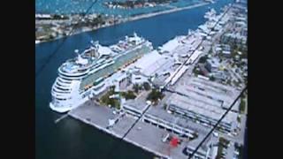 preview picture of video 'SANTA CLARA LIBRE CUBA VUELO DE AVES EN LIBERTAD'