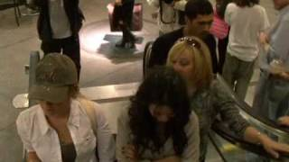 Vanessa Hudgens and Ashley Tisdale, mall fun.