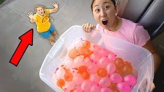 DROPPING WATER BALLOONS ON MOM!!