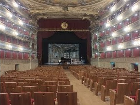 All'interno del nuovo teatro Donizetti