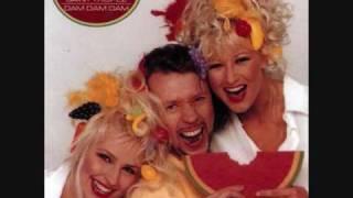Blondes Volare cantare