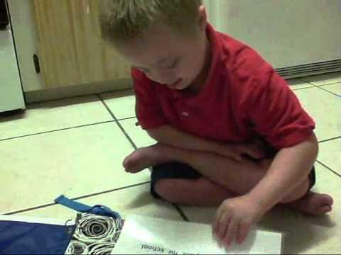 Ver vídeoSíndrome de Down: Emir leyendo su primer libro