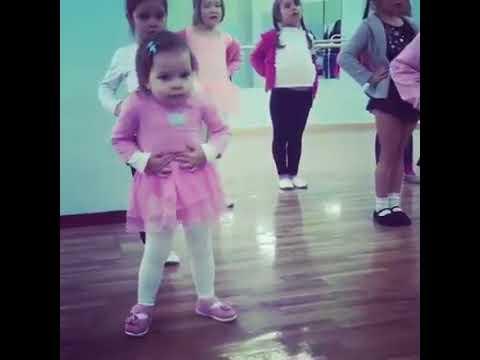 """""""То самое чувство когда ты круче всех"""": малютка отожгла на уроке танцев!"""
