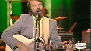 "Glen Campbell Sings ""Rhinestone Cowboy"" & Talks Guitar"
