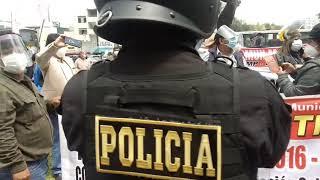 TRABAJADORES PROTESTAN ANTE EL MINISTERIO DE TRABAJO