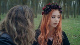 Kadr z teledysku Stranger tekst piosenki Olivia Addams