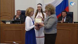 В преддверие профессионального праздника новгородские медики получили награды