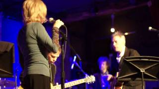 """Tanya Donelly performs """"Feed the Tree"""""""