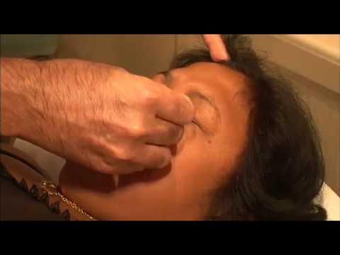 La salle de bain avec le goudron au psoriasis