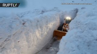 Бульдозер против снега: последствия схода лавины во Франции