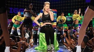 Gambar cover 2014 BET AWARDS:  Iggy Azalea performs Fancy & has the Crowd Jamming!  REVIEW