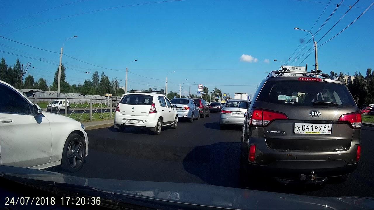"""Водитель """"Камаза"""" хотел проскочить перекрёсток на красный в Санкт-Петербурге"""