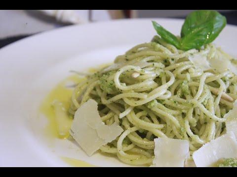 Espaguetis al pesto Verde de Albahaca