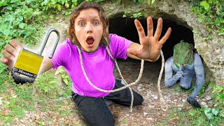 GRACE SHARER ESCAPED from Pond Monster Underground Bunker (I'M FREE !!)