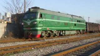 preview picture of video 'Railfanning 2009 spring - DF4B 9114  leaving South Stn'