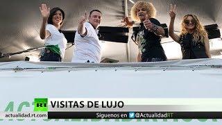 La cantante mexicana Paulina Rubio visita el estudio de RT