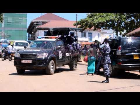 Abasomesa e Masaka balumbye wofiisi ya RDC