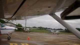 preview picture of video 'Saliendo hacia Yapú en un avión monomotor (Vaupés, Colombia) Selva del Amazonas'