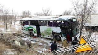 САРАТОВ:Поезд протаранил автобус: «Мерседес» с пассажирами выехал на красный