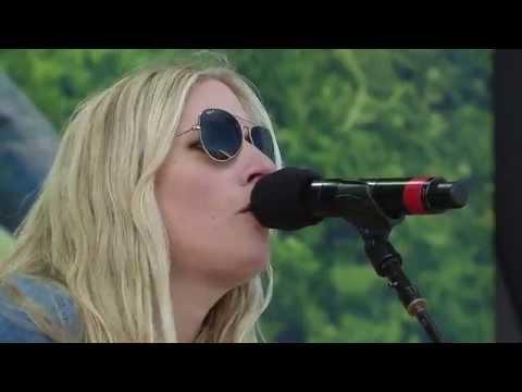 Holly Williams - Railroads (Live at Farm Aid 30)