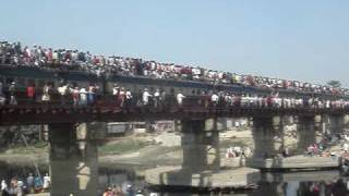 preview picture of video 'Train for World Ijtema congregation at Tongi, Dhaka, Bangladesh on 01 Feb 2009'
