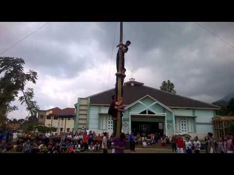 SMPIT Al-Multazam 2. 17 Agustus'an Lomba SDM Panjat Pinang