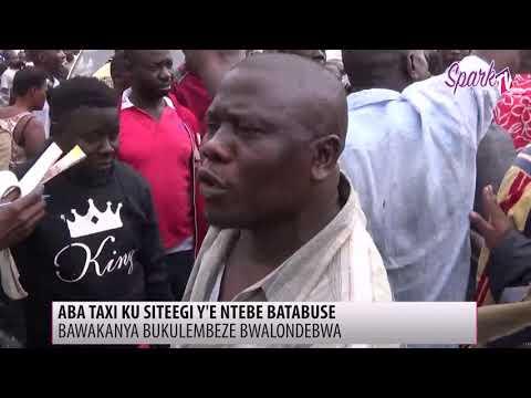 Abagoba ba takisi ku siteegi y'e Entebbe mu paaka bawakanyiza obukulembeze bwabwe