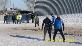 preview picture of video 'Кушмурун. Соревнования по футболу на снегу на приз Снегурочки 28.12.2014г'