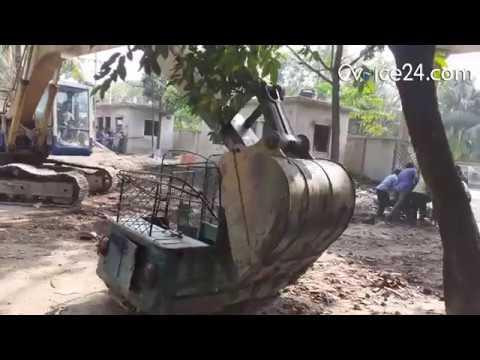 চট্টগ্রাম বিআরটিএ'তে মেয়াদোত্তীর্ণ সিএনজি বেবিটেক্সি স্ক্র্যাপ করার দৃশ্য। রিপোর্ট : মুন্না