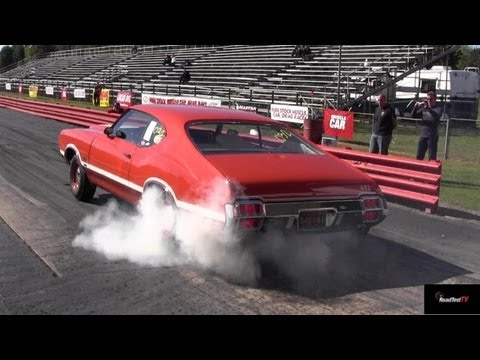 Olds 442 W-30 vs 426 Hemi Road Runner 1/4 Mile Drag Race Video
