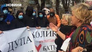 """Акцією протесту зустрічали сьогодні лідерку партії """"Батьківщина"""" Юлію Тимошенко у Рівном"""